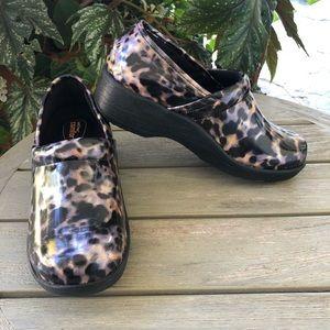 Comfort safe t step leopard print